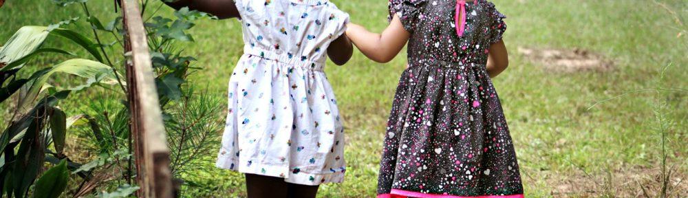 due bambine etnie diverse